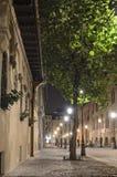 Calle en Bucarest - escena de la noche Foto de archivo libre de regalías