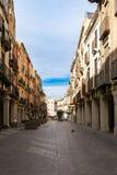 Calle en el centro histórico de Vilafranca del Penedes, Cataluña, España foto de archivo libre de regalías