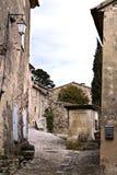 Calle en el pueblo de Provencal foto de archivo libre de regalías