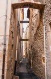 Calle en el pueblo de Provencal fotografía de archivo