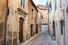 Calle en el pueblo de Provencal foto de archivo