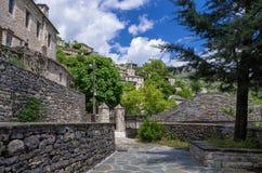 Calle en el pueblo de Syrrako, Epirus, Grecia Fotografía de archivo libre de regalías