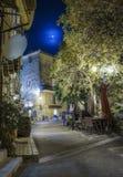 Calle en el pueblo viejo en la noche, Francia Imagenes de archivo