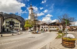 Calle en Garmisch-Partenkirchen en Alemania Imagenes de archivo