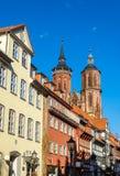 Calle en Gottingen con los edificios enmaderados tradicionales Foto de archivo