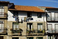 Calle en Guimaraes, Portugal Foto de archivo