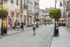 Calle en la ciudad de Nowy SÄ… CZ Imagen de archivo libre de regalías