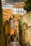Calle en la ciudad vieja de Oporto, Portugal Fotografía de archivo