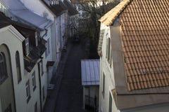 Calle en la ciudad vieja de Tallinn Fotografía de archivo libre de regalías