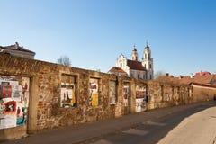 Calle en la ciudad vieja de Vilna Fotos de archivo libres de regalías