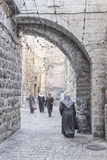 Calle en la ciudad vieja Israel de Jerusalén Foto de archivo libre de regalías