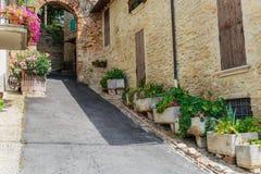 Calle en la ciudad vieja en Italia foto de archivo libre de regalías