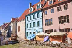 Calle en la ciudad vieja Riga, Latvia Imagen de archivo libre de regalías