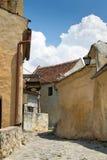 Calle en la fortaleza de Rasnov, Transilvania fotos de archivo