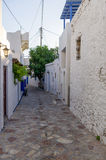 Calle en la isla de Ano Koufonisi, Cícladas, Grecia Foto de archivo libre de regalías