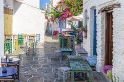 Calle en la isla de Kythnos, Cícladas, Grecia Fotos de archivo libres de regalías