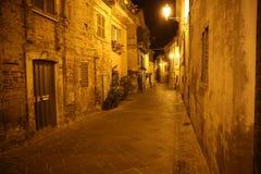 Calle en la noche Fotos de archivo libres de regalías