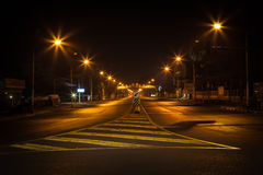Calle en la noche. Foto de archivo libre de regalías