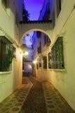 Calle en la parte histórica de Córdoba en madrugada Imagen de archivo libre de regalías
