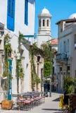 Calle en la vieja parte de Limassol, Chipre Fotos de archivo