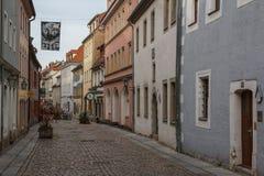 Calle en la vieja parte de Pirna fotos de archivo libres de regalías