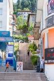 Calle en Smolyan que lleva cuesta arriba Fotos de archivo libres de regalías