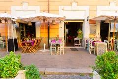 Calle en Trastevere, Roma, Italia imagen de archivo
