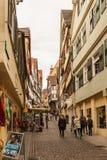 Calle en Tubinga, Alemania Afuera, señal foto de archivo