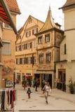 Calle en Tubinga, Alemania Afuera, señal imagen de archivo
