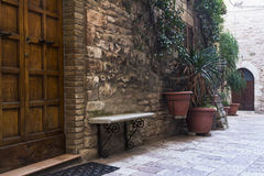 Calle en una ciudad de Toscana Foto de archivo libre de regalías