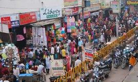 Calle en Varanasi Imagenes de archivo