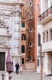 Calle en Venecia Italia Imagenes de archivo