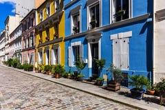Calle encantadora Rue Cremieux de Cremieux París, Francia Fotografía de archivo libre de regalías