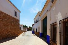 Calle española ordinaria de la ciudad EL Toboso Fotos de archivo