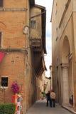 Calle estrecha Imágenes de archivo libres de regalías
