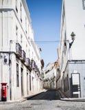 Calle estrecha agradable en Elvas Portugal foto de archivo libre de regalías