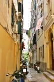 Calle estrecha de Corfú Fotos de archivo