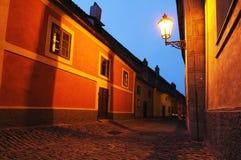 Calle estrecha de Praga Fotografía de archivo