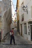 Calle estrecha del adoquín en Coímbra Foto de archivo libre de regalías