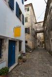 Calle estrecha del guijarro fotografía de archivo