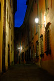 Calle estrecha en Barga Italy Foto de archivo libre de regalías