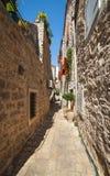 Calle estrecha en Budva Fotografía de archivo libre de regalías
