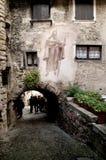 Calle estrecha en Canale di Tenno Foto de archivo libre de regalías