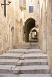 Calle estrecha en el cuarto judío, Jerusalén imagen de archivo libre de regalías