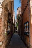 Calle estrecha en Europa Fotos de archivo