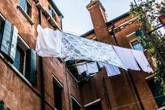 Calle estrecha en Italia Imágenes de archivo libres de regalías