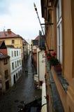 Calle estrecha en krumlov cesky Imagenes de archivo