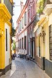 Calle estrecha en Sevilla Fotografía de archivo
