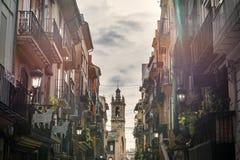 Calle estrecha en Valencia central en España Fotos de archivo libres de regalías