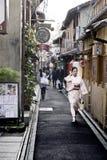 Calle estrecha Ponto famoso Cho Landmark en Kyoto, Japón Fotografía de archivo libre de regalías